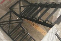 Лестницы на металлокаркасе в дом (10)