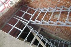 Лестницы на металлокаркасе в дом (11)
