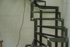 Лестницы на металлокаркасе в дом (20)