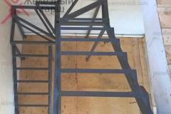 Лестницы на металлокаркасе в дом (5)